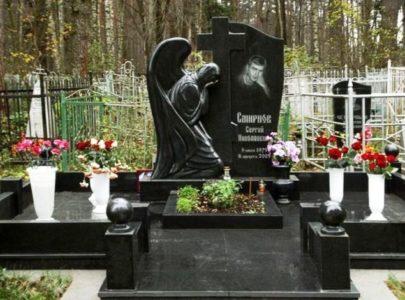 Меморіальний пам'ятник з граніту в Киеві