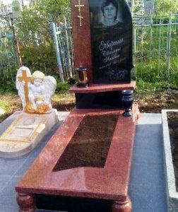 Цветные памятники на могилу фото