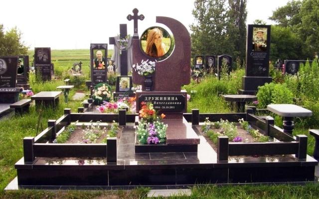 Гранитные памятники или сделать и установить памятник в Киеве?