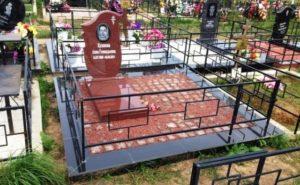 купить памятник на могилу из красного гранита