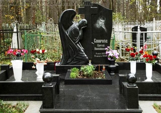 Элитные памятники на кладбище!
