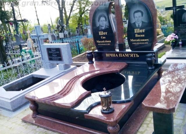 Мемориальный комплекс на кладбище!