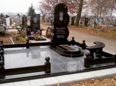Мемориальные комплексы на могилу?