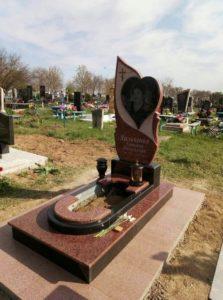 цветные памятники на могилу