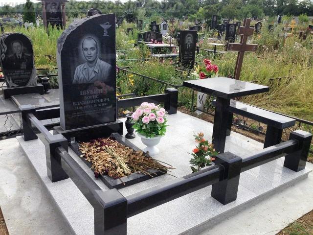 цены на памятники в Украине цветной гранит Коростышев киев Украина фото wtys yf gfvznybrb d erhfbyt wdtnyjq uhfybn