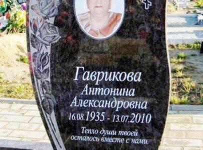 Пам'ятник на могилу з кольоровою фотографією