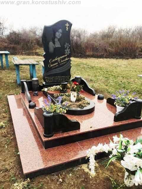 пам'ятник з кольорового граніту на могилу Коростишів київ Україна фото ціна gfvznybr p rjkmjhjdjuj uhfysne yf vjubke