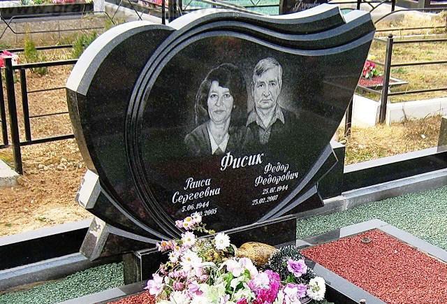 гранітний комплекс на кладовищі Коростишів київ Україна фото ціна